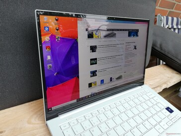 Samsung Galaxy Book Ion 13.3 на улице