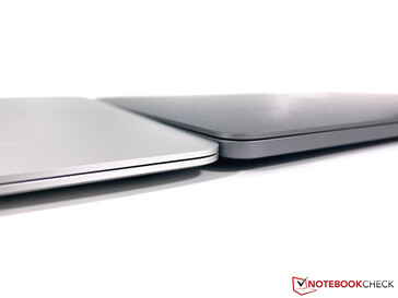 MacBook Pro 13 (справа) и MacBook Air (слева)