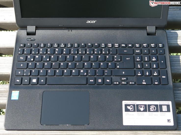 Клавиатура и кликпад (на фото: Aspire ES1-512-P1SM)
